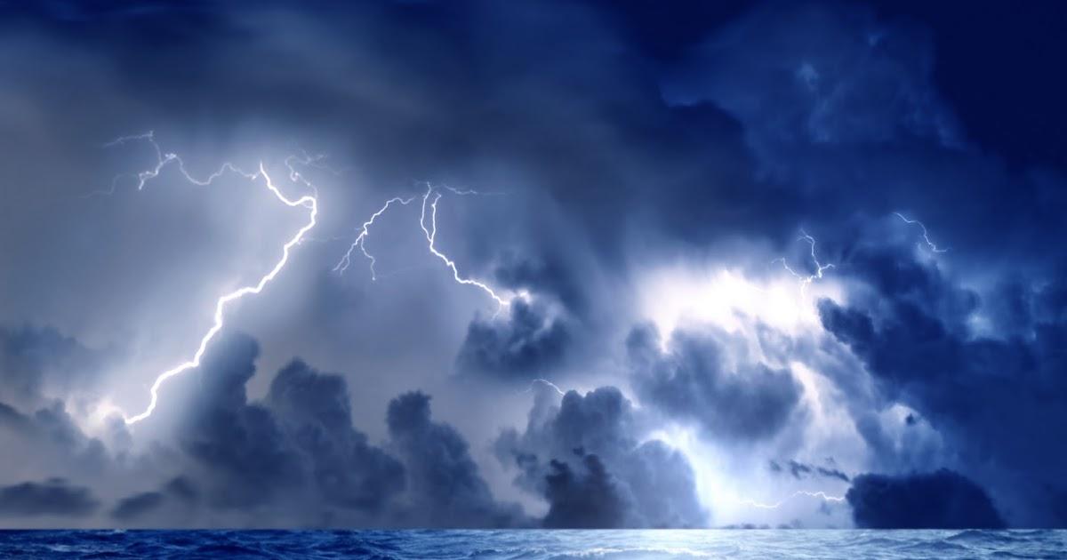 BANCO DE IMÁGENES: Tormenta Eléctrica En Mar Abierto
