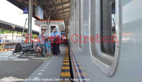 penumpang kereta api diminta bersabar