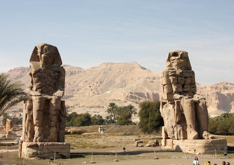Колоссы Мемнона. Гигантские статуи в Луксоре