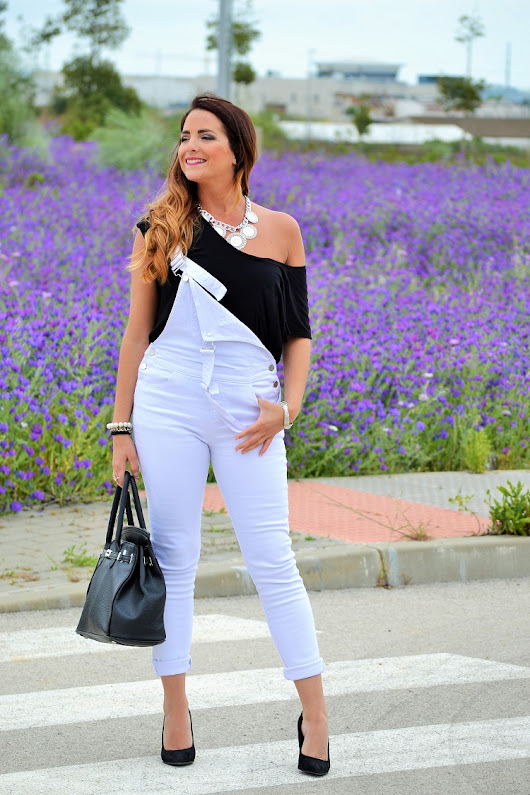 lOOK BLACK AND WHITE JUMPSUIT/ MONO