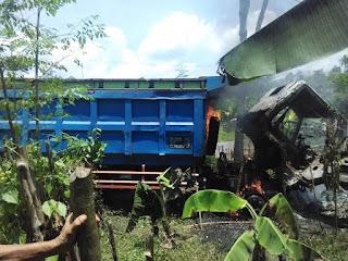 Masa Bakar Dump Truck yang Tabrak Warga
