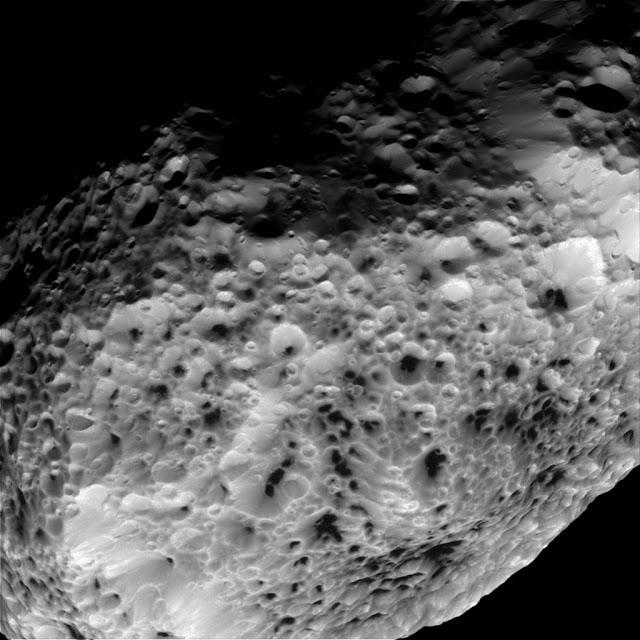 Hiperion, satélite de Saturno