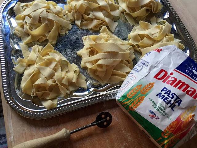 tagliatelle di acqua semola e farina ....prove tecniche di pasta fatta in casa