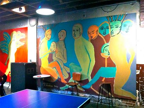 pintura sobre las paredes de la pizzería comet ping pong