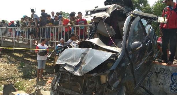 Tragis!! Kangen Kakek.. Satu Keluarga Tewas Tertabrak Kereta Api Kaligung di Kendal
