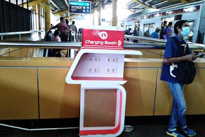 """""""Charging Booth"""" di Stasiun Gondangdia Makin Bergaya"""