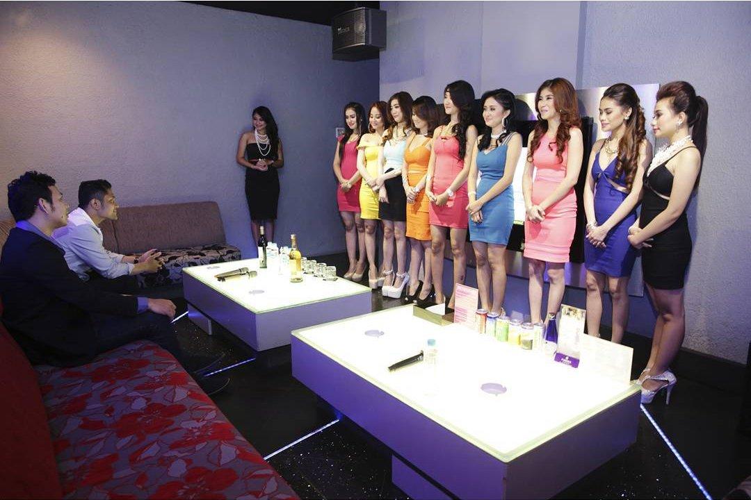 Girls loosing at strip poker