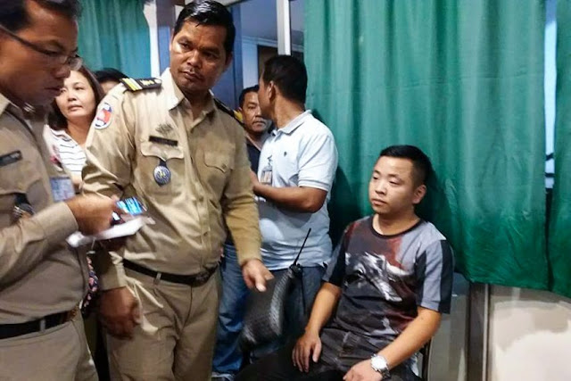A man sits at a Banteay Meanchey police station yesterday after he was arrested for his involvement in a Poipet kidnapping. Photo supplied