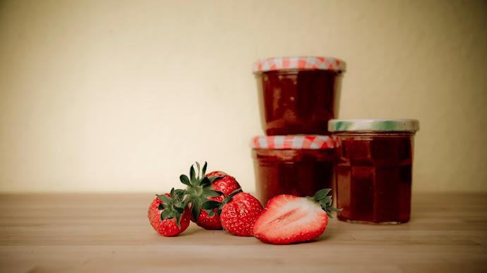 Wallpaper: Strawberries and Strawberry Jam