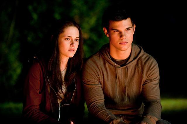 Taylor Lautner y Kristen Stewart en Crepúsculo