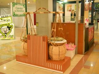 Booth - Kedai Minuman di Mall