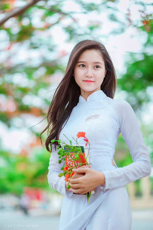 Vietnam Schoolgirl and flamboyant flower
