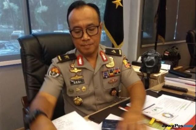 Viral Foto Jenderal Pasang 2 Jari, Begini Klarifikasi Polri