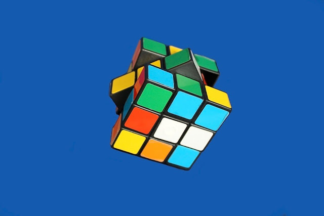 Despite years of research, artificial intelligence does not surpass traditional algorithms solving Rubik's cubes.
