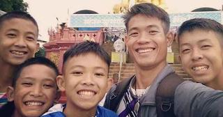 Ταϊλάνδη: Αδύναμος και εξαντλημένος ο προπονητής – Έδινε το φαγητό του στα παιδιά