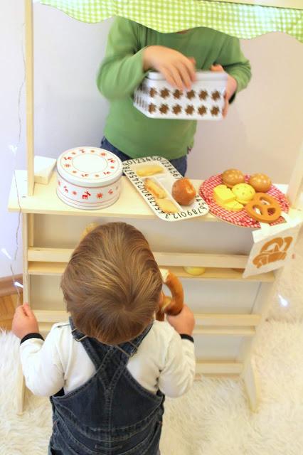 Winterliche Spielideen Verkaufsstand drinnen oder an der Rodelpiste Jules kleines Freudenhaus