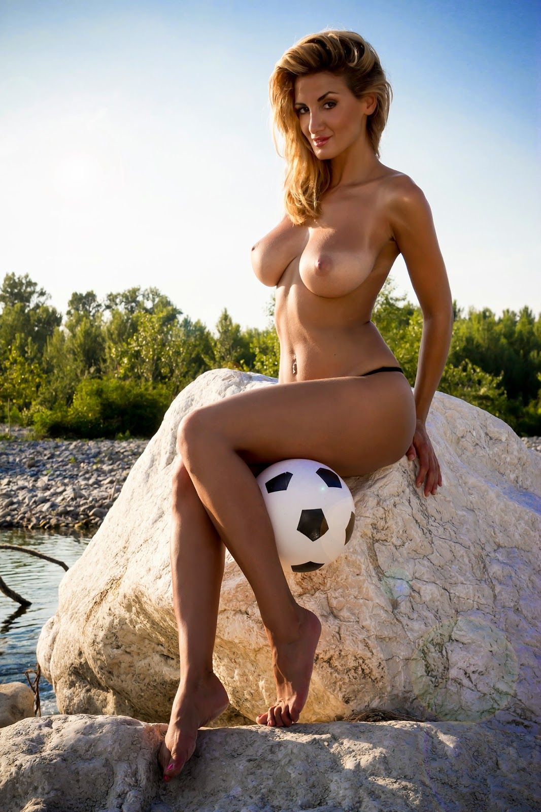 Rosy maggiulli nude backstage for parma 6