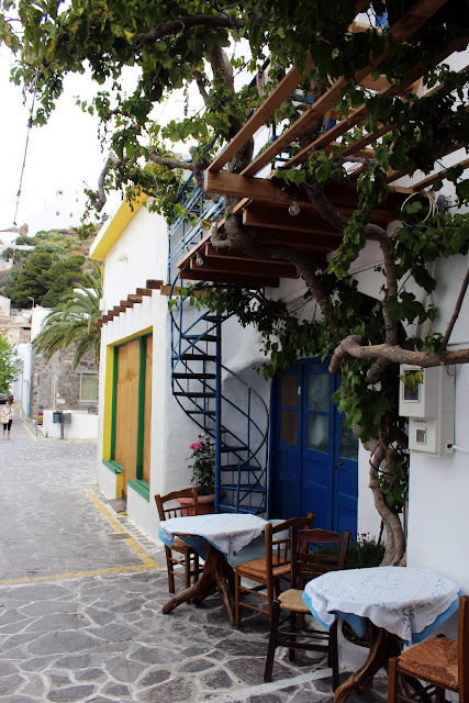 Greece, Milos, Plaka, white, alleyway, architecture, typology, burst, colour