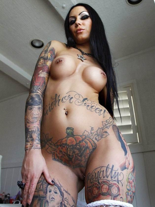 фото голых женщин с татуировками