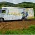 Ônibus do cantor piauiense Kabral fica atolado em barranco em Minas Gerais