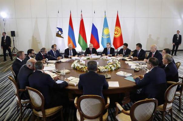 Putin pide a la UEE soberanía económica frente al dolar