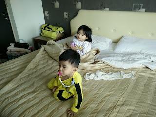 Kb50 guesthouse, kuantan, hotel murah kuantan, receptionist