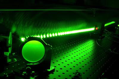 Nuova interazione tra luce e materia: Diocle laser brilla come un miliardo di Soli