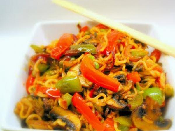 Το παίζουμε Κινέζοι και μαγειρεύουμε Νουντλς με λαχανικά