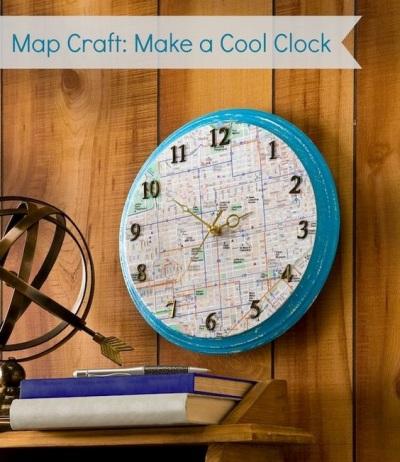 Cukup mengganti background jam dengan peta