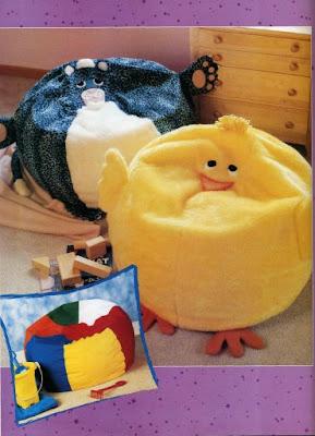 Varios puffs para la habitación de los niños