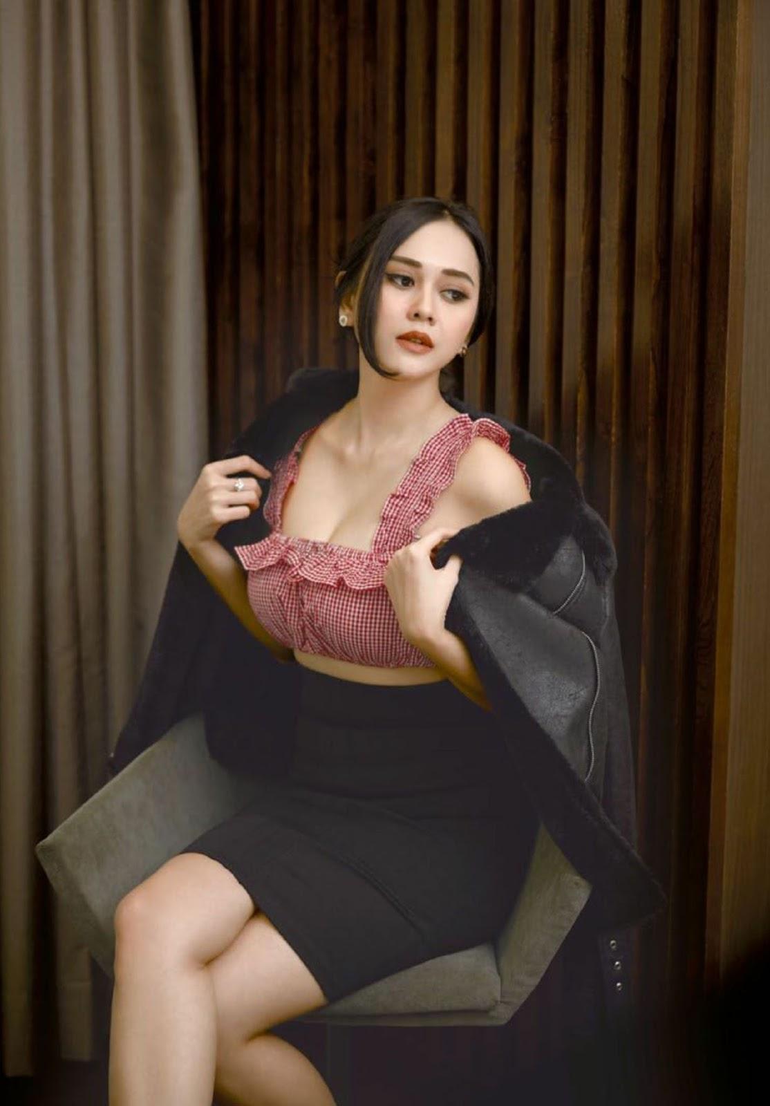 Aura Kasih, Maxim Indonesia April 2017