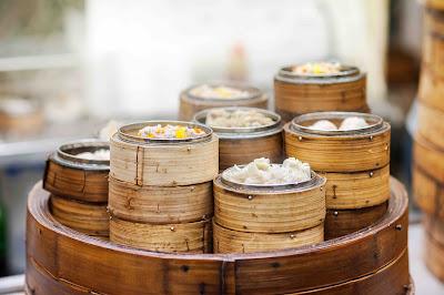 Aziatische gerechten in stoombakjes