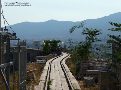 Szyny na Akropolu