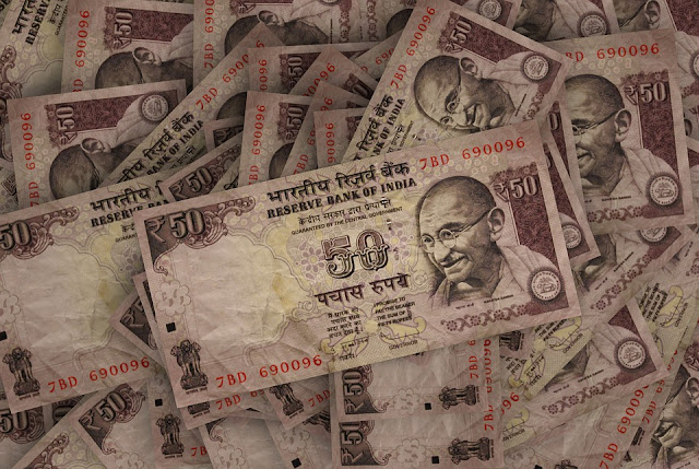 How many currency notes can be activated in India at one time?