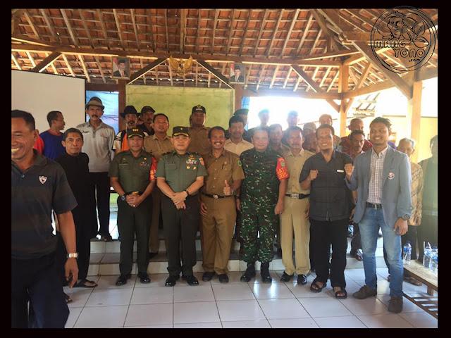 FOTO 5 : Dialog petani Desa Cidadap Kec. Pagaden Barat, Subang dengan MABES TNI AD, DANDIM 0605, Kabulog dan Dinas Pertanian Subang