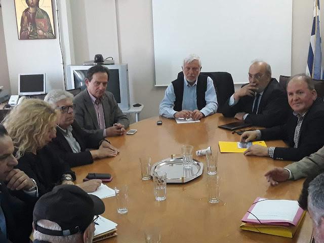 Ο Τατούλης υπέγραψε τη σύμβαση υλοποίησης του έργου για το λιμάνι της Κυπαρισσίας