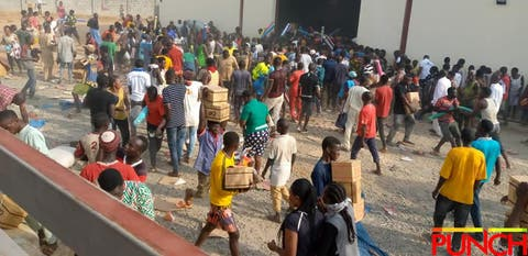 HUNGER!!! Thugs Invade Abuja Industrial Estate, Loot Warehouses