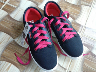 Sepatu Fans buat keponakan :3