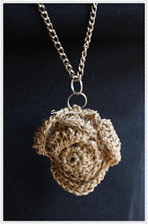 free crochet rose pendant pattern