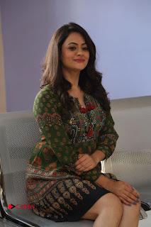 Actress Shruti Sodhi Pictures at Meelo Evaru Koteeswarudu Trailer Launch  0180