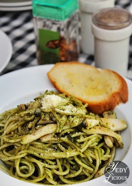 Pesto with Italian Chicken  / Pomodoro Pizza Kapitolyo Pasig