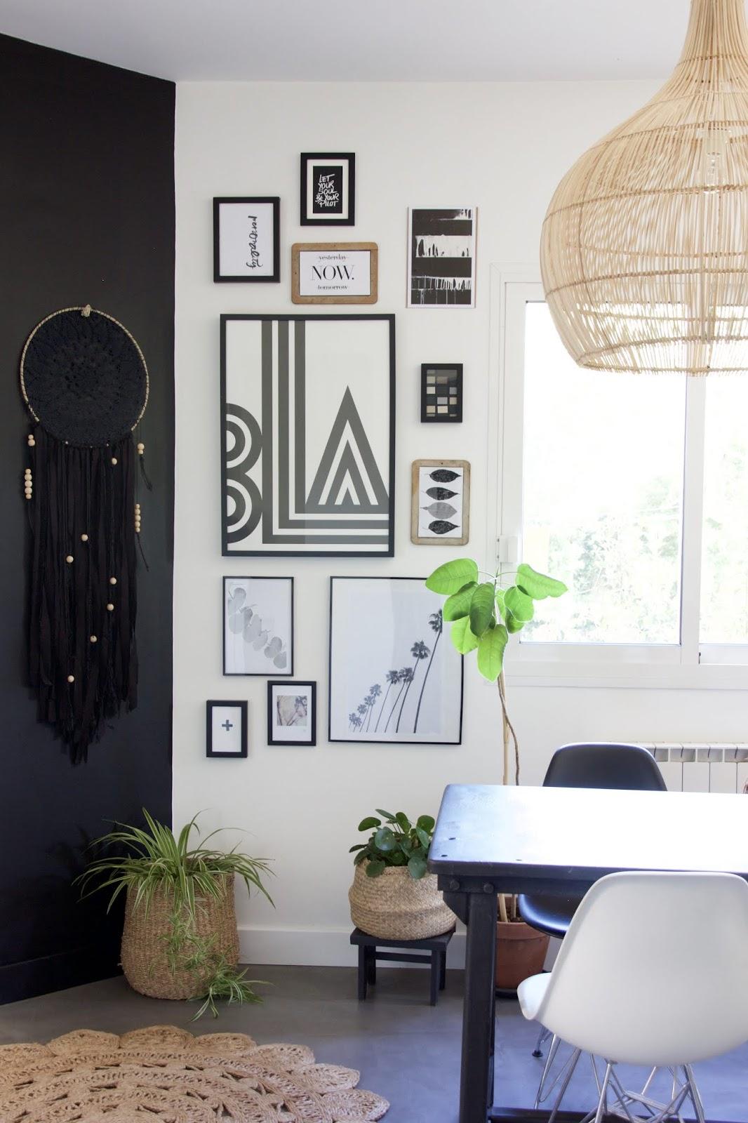 regardsetmaisons diy mon mur de cadres sans trou ni clou. Black Bedroom Furniture Sets. Home Design Ideas