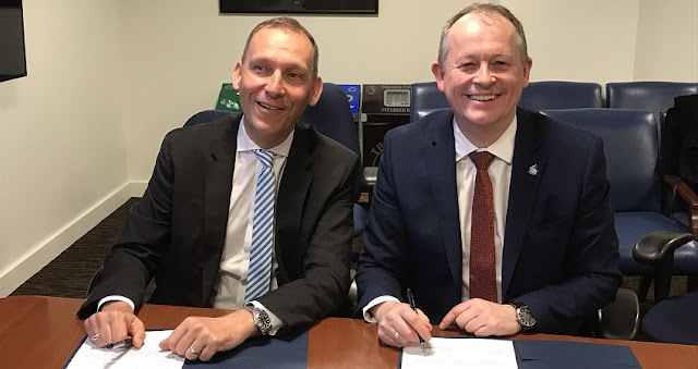 Thomas Zurbuchen, NASA's Associate Administrator for the Science Mission Directorate (left), and David Parker, ESA's Director of Human and Robotic Exploration, signing a Statement of Intent to coordinate joint science research about the Moon and identify cooperative lunar mission opportunities during the National Academies' Space Science Week in Washington, DC, USA, on 27 March 2019. Credit: ESA–M. Tabache