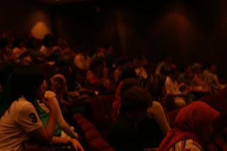 Nonton Teater Bareng Sahabat Dolan