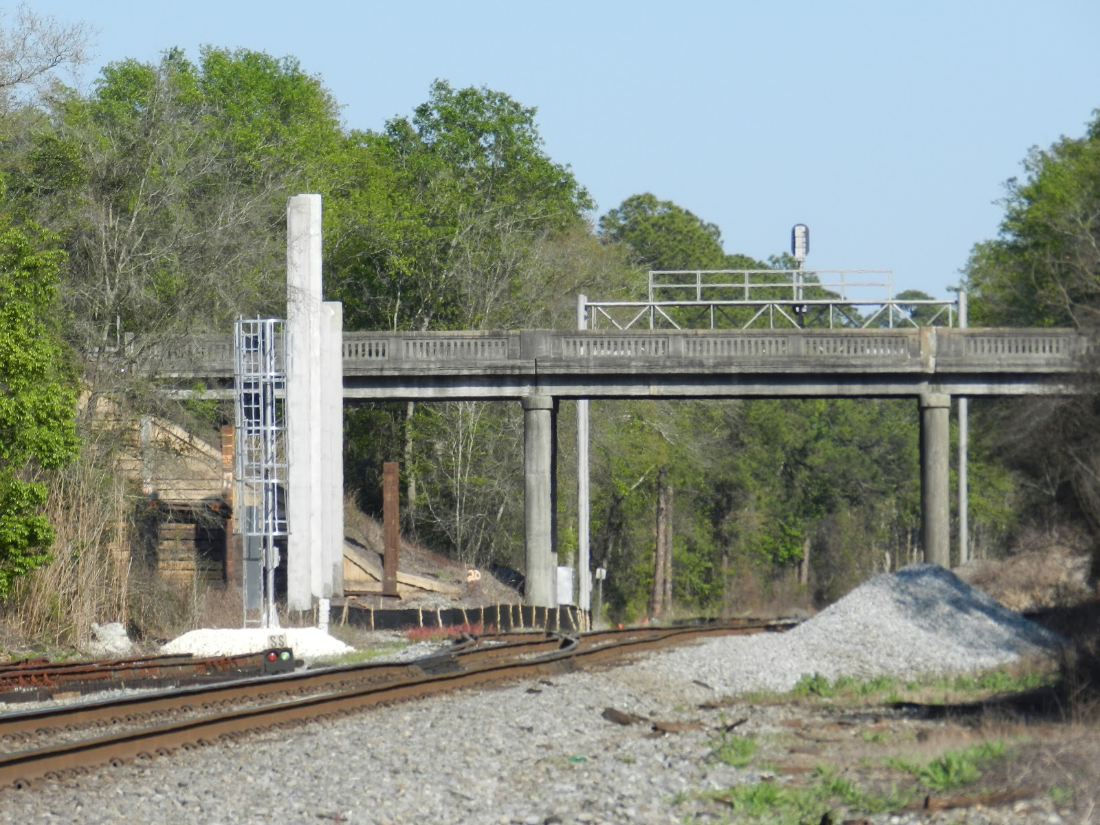 Trains and Trails of Nassau County FLA: New signal upgrades
