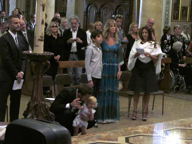 6393dfb1c377 Alessia Marcuzzi e Francesco Facchinetti foto del battesimo della figlia  Mia.