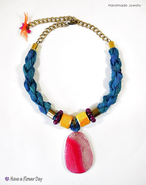 BOHO STONE. Gargantillas de seda india con ágata · Indian silk necklace with agate