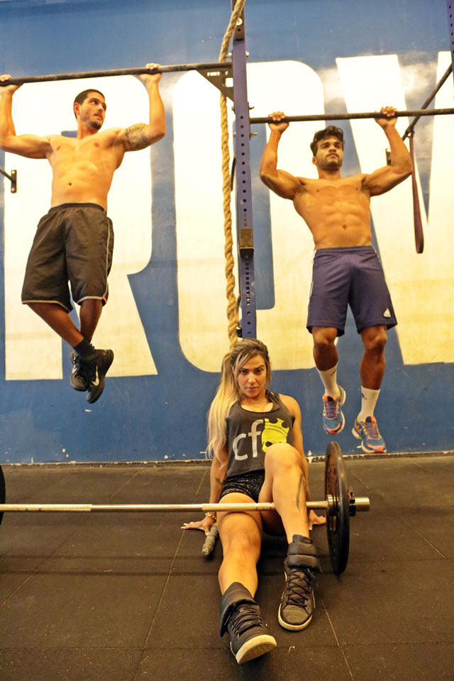 Paulo Simas, Danilo Lobo e Verônica Araújo em treino de CrossFit. Foto: Alan Chaves/Juliano Mendes Assessoria