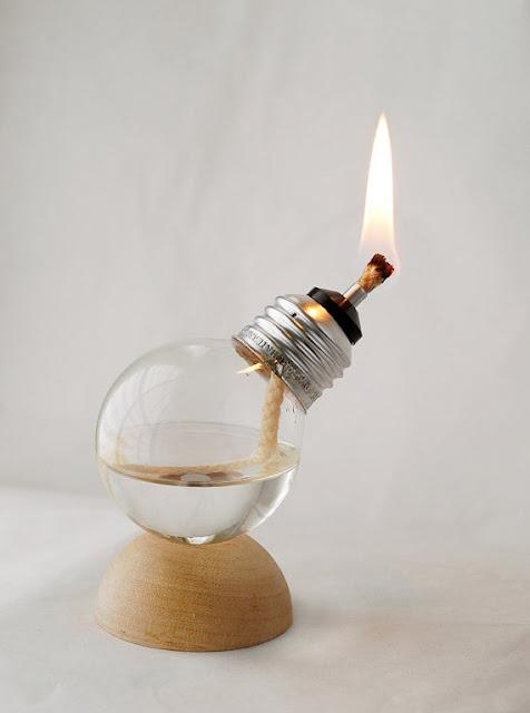 شاهد مصباح كهربائي يعمل بالزيت بدلا من الكهرباء