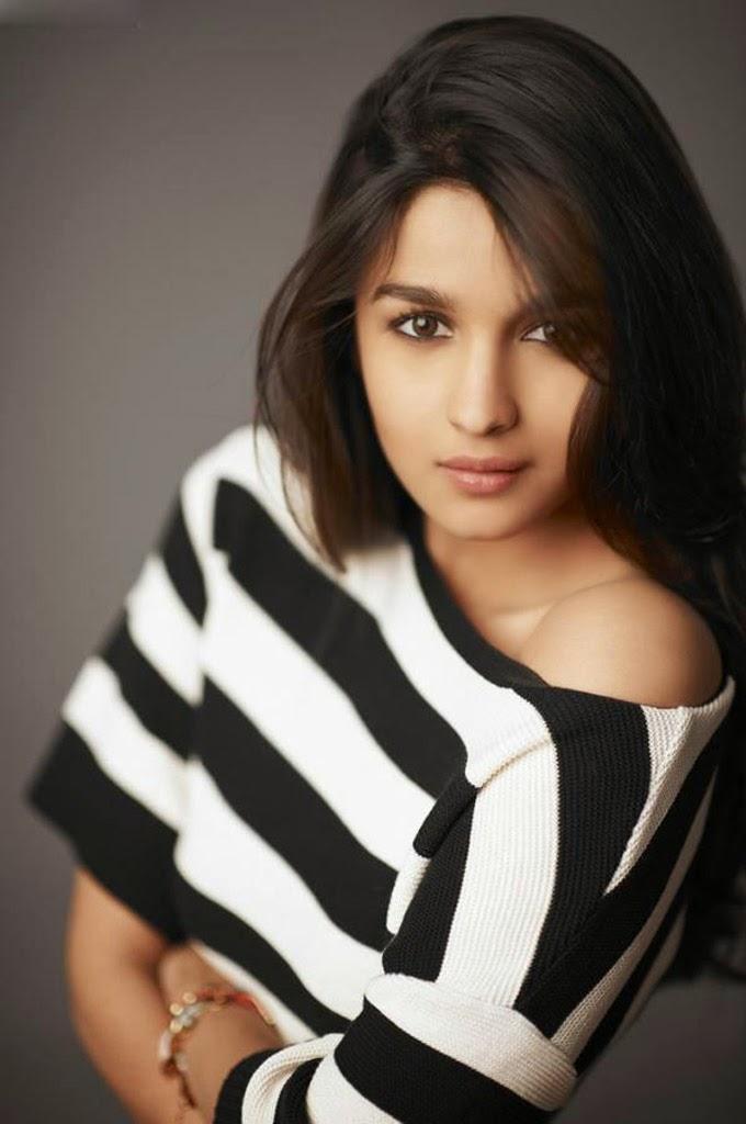Sonakshi Sinha Cute Wallpaper New Actress Alia Bhatt Hd Photos All Heroines Photos